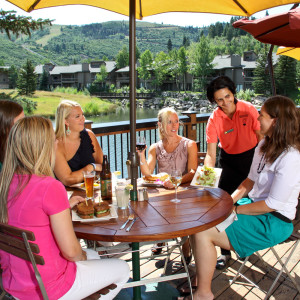 183-Deer-Valley-Grocery-Cafe-Summer-Deck-Dining
